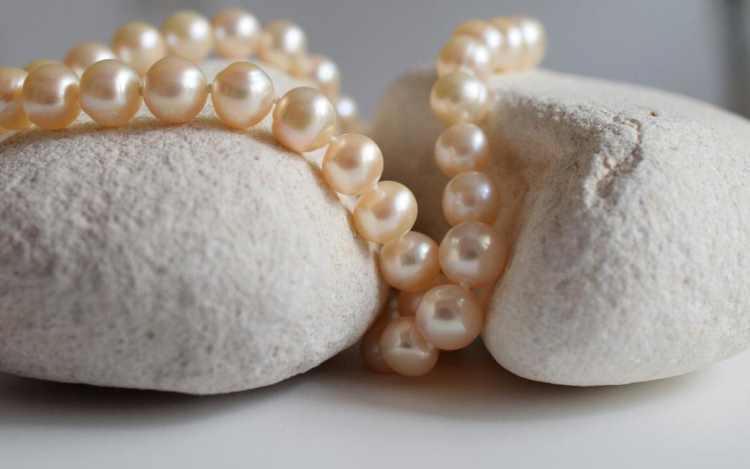 Hledáte opravdu zajímavé náušnice? Zkuste perlové náušnice!