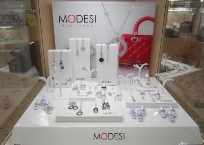 MODESI Marketing 02 - prodejní stojany